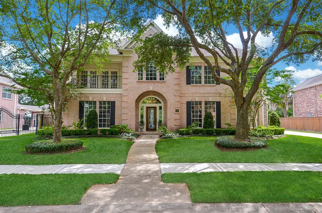 Stunning Peterson custom home in sought after Point Royale in New Territory.You are greeted w/ tranquil lake views as you enter into soaring ceilings flanked by a beautiful ornate chandelier.Double french doors lead to a private study w/ plenty of custom built in shelves and cabinets. Dining room features crown molding,wainscoting and has easy access to the kitchen.Truly a cook lovers delight, this kitchen boasts custom cabinetry w/plenty of counter space. Family room features high ceiling,fireplace and custom shelving. Master retreat offers a large walk in closet with built-ins, his/her vanities, walk in shower and soaking tub. Upstairs boasts a large game room with french doors leading to the balcony and 4 generous sized bedrooms. You have your very own back yard paradise with the pool/spa and lush landscaping. New flooring throughout first floor, fresh paint throughout & new fixtures.Walking distance to Pecan Park, 4 community pools, zoned to FBISD schools. This home is a must see!