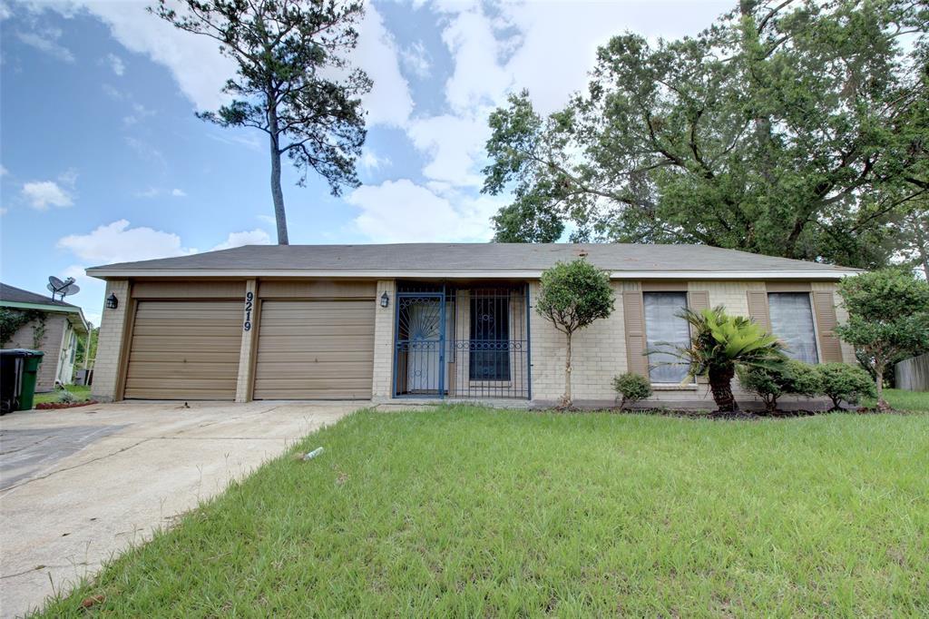 9219 Kerry Glen Circle, Houston, TX 77078