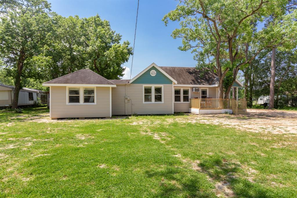 607 Battlebell Road, Highlands, TX 77562