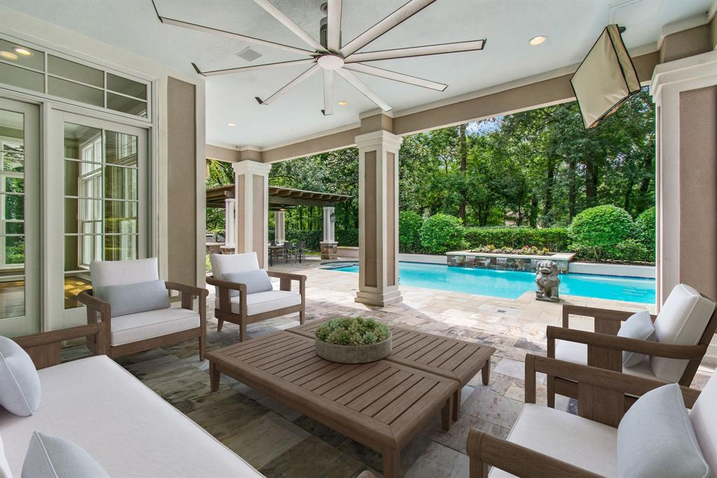 15 S Royal Fern Drive, The Woodlands, TX 77380