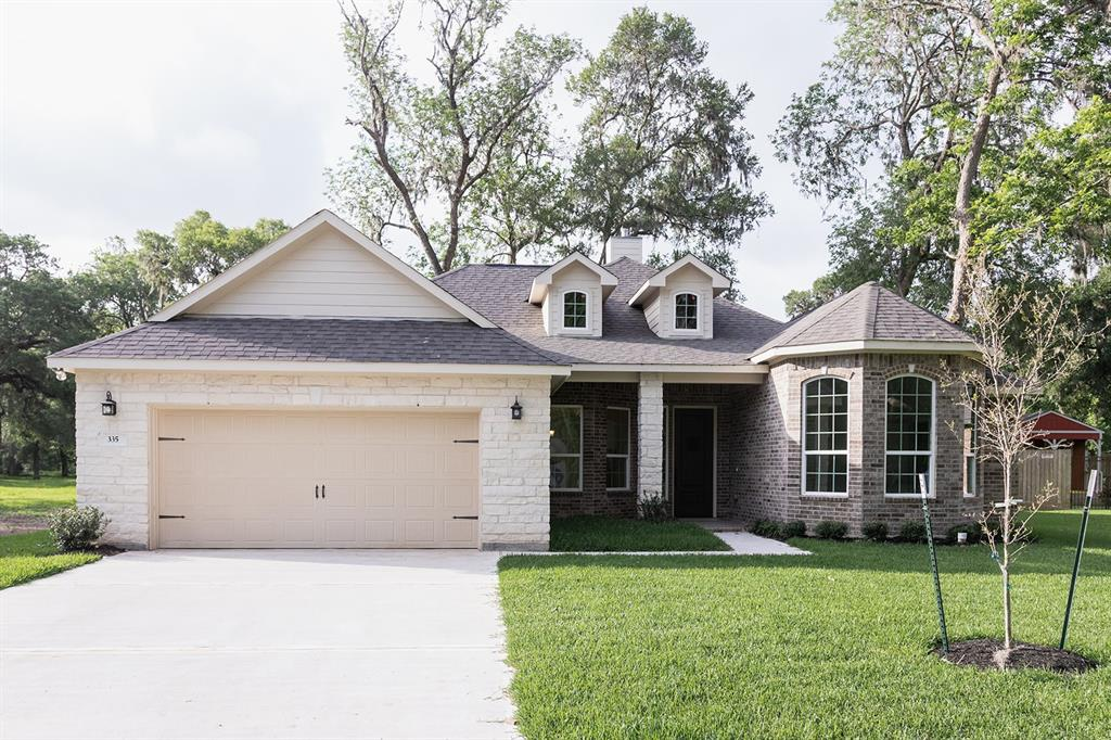 335 Woodhaven Drive, West Columbia, TX 77486