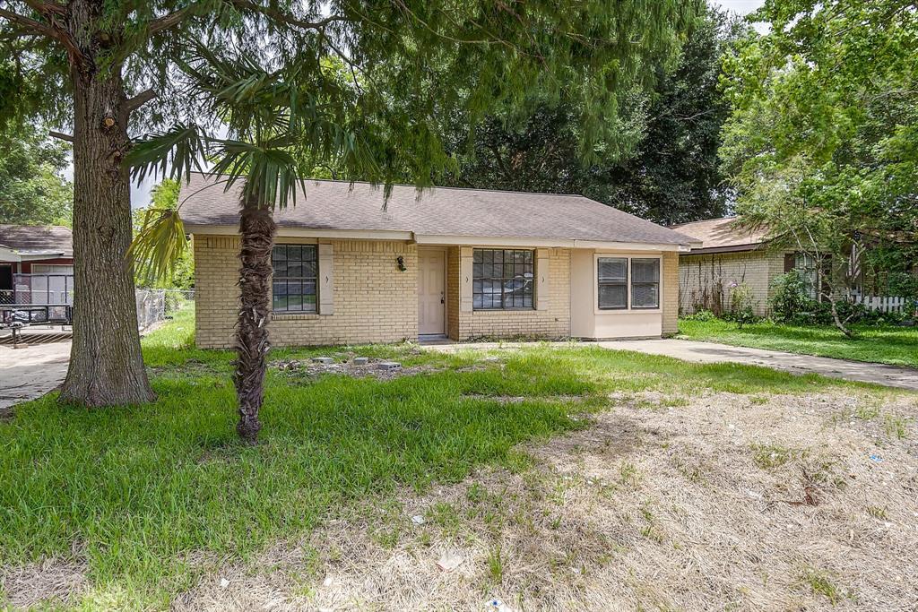 1723 Avenue B, Danbury, TX 77534