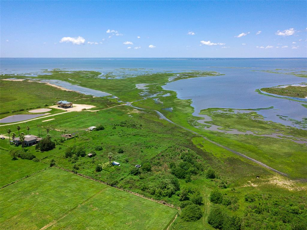 10 acres of land and bayfront property with unobstructed views to Galveston Bay! Country and coastal living meet in this cozy, quiet neighborhood with no HOA. Agricultural exemption is a possibility.