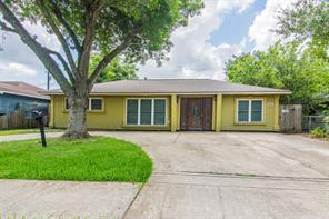 838 Roper, Houston TX 77034