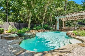 86 Meadowridge, The Woodlands TX 77381