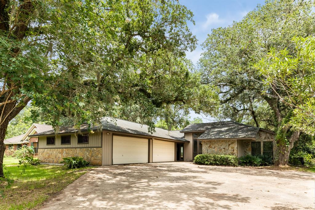 7555 County Road 684D, Sweeny, TX 77480