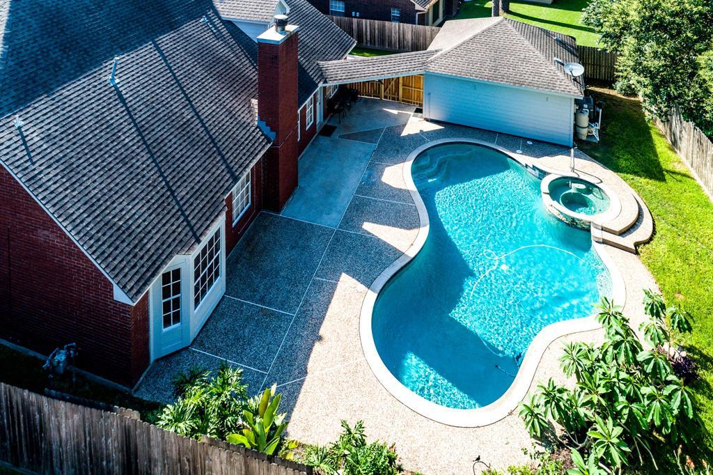 15623 Lake Lodge Drive, Houston, TX 77062