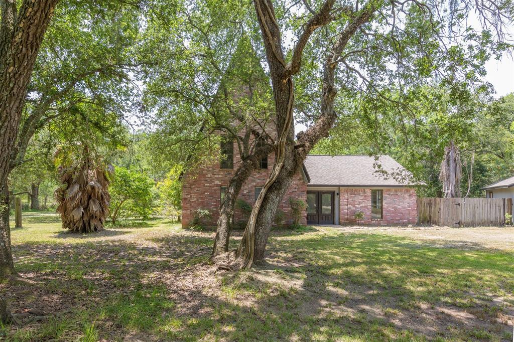 20702 Live Oak Drive, Damon, TX 77430