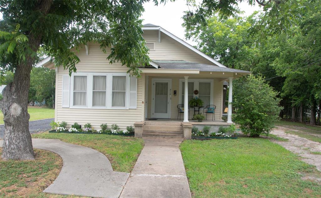 614 E Courthouse Street, Cuero, TX 77954