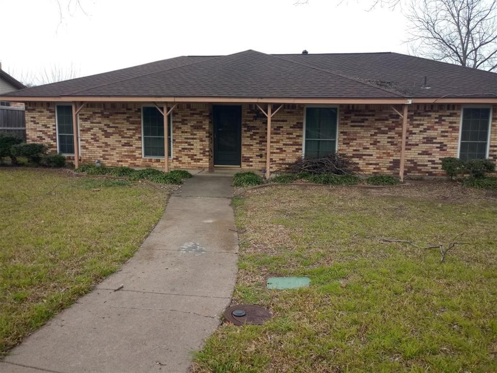 209 Meadowcreek Drive, Desoto, TX 75115