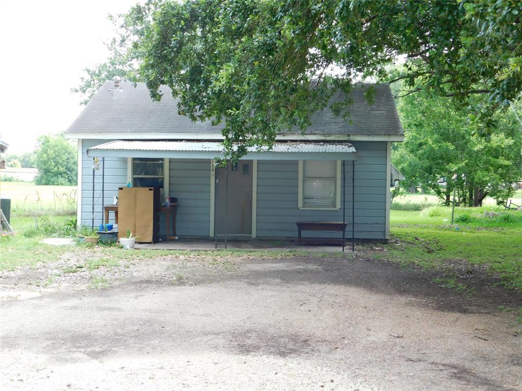 1820 N Mechanic Street, El Campo, TX 77437