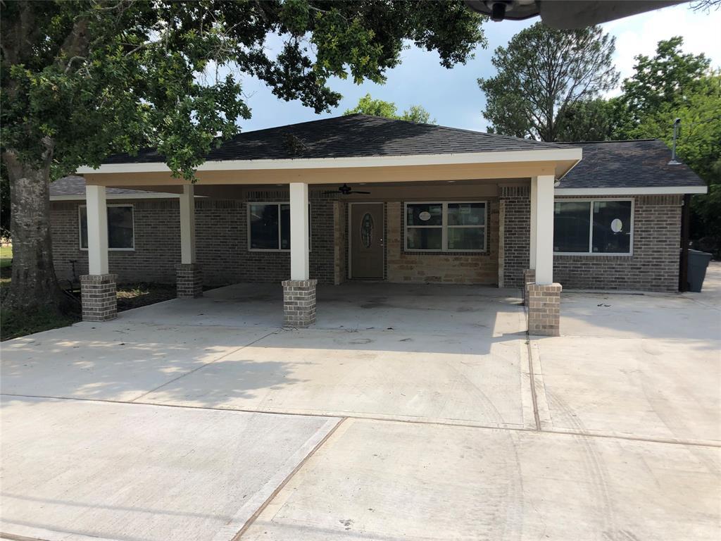 1610 Avenue B, Danbury, TX 77534