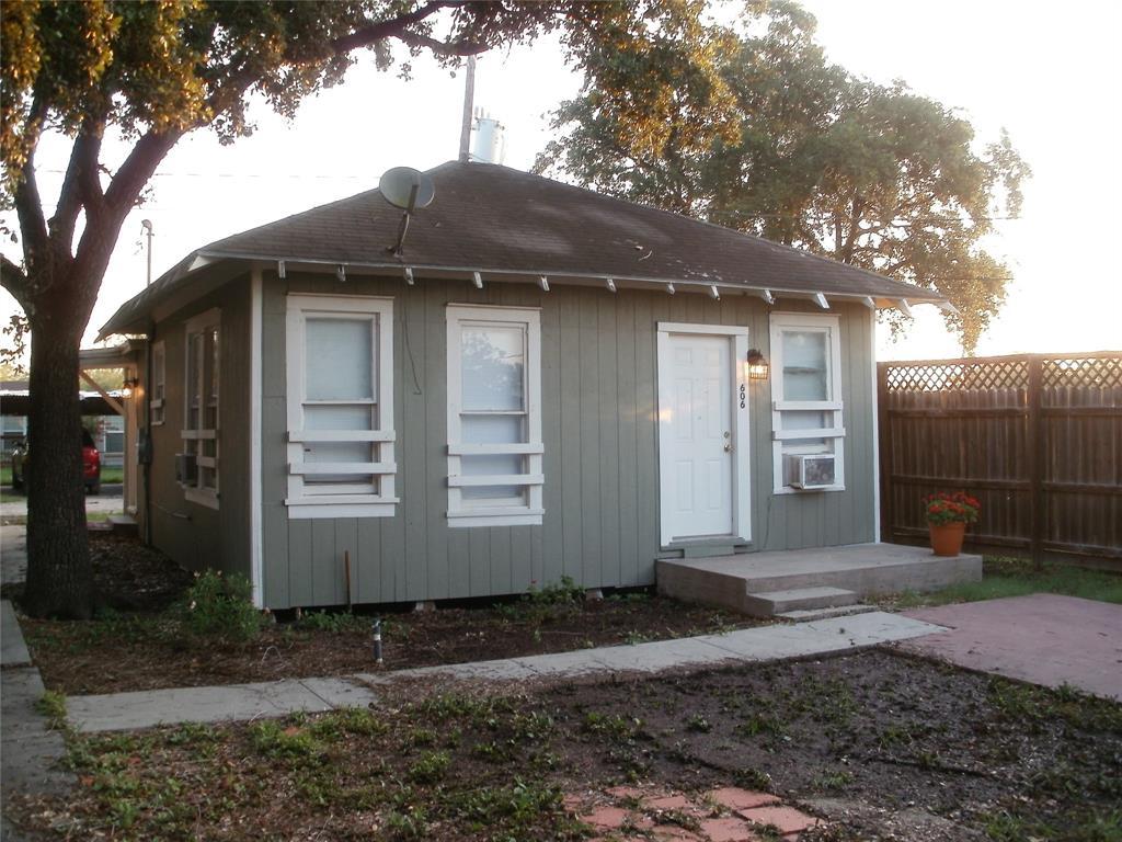 606 W Alice Avenue, Kingsville, TX 78363