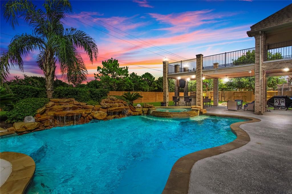 2305 Paradise Canyon Drive, Pearland, TX 77584