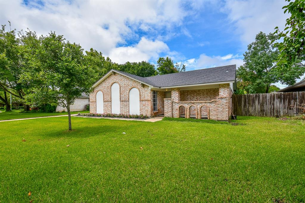 12226 Creekhurst Drive, Houston, TX 77099