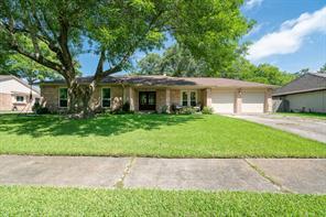 1307 Bayou Oak, Friendswood TX 77546
