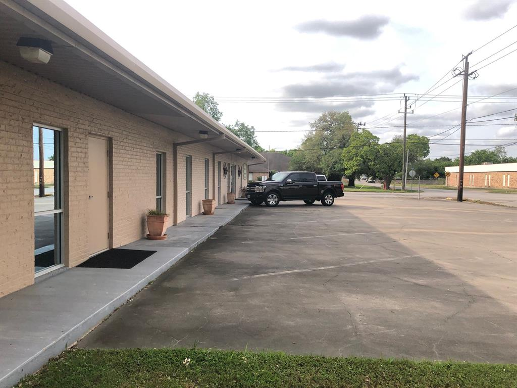 A corner lot in downtown Richmond, Texas with a well maintained and updated office building suitable for any type business located in downtown Richmond which is the county seat of Fort Bend County.. Walk to City Hall or downtown restaurants. Short Drive to all county offices, and short drive to Rosenberg.