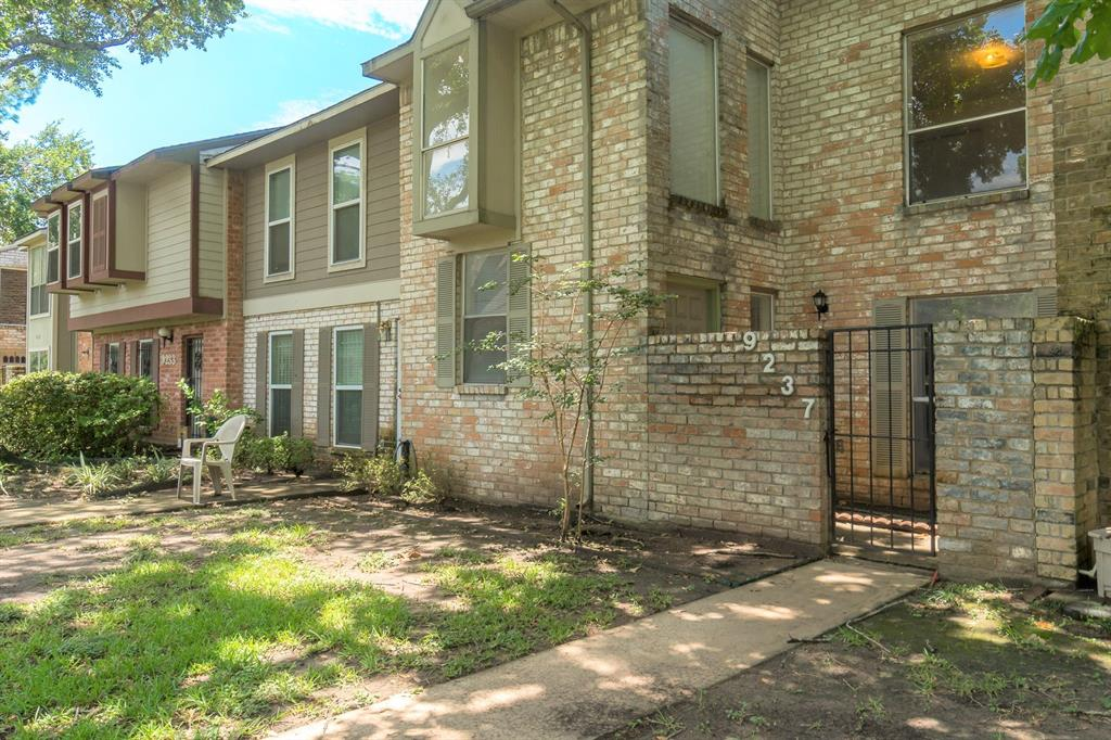 9237 Westwood Village Drive, Houston, Texas 77036, 2 Bedrooms Bedrooms, 6 Rooms Rooms,2 BathroomsBathrooms,Townhouse/condo,For Sale,Westwood Village,97480236