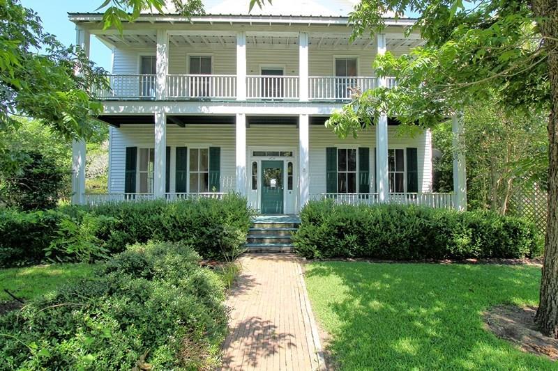 306 N College Street, Weimar, TX 78962