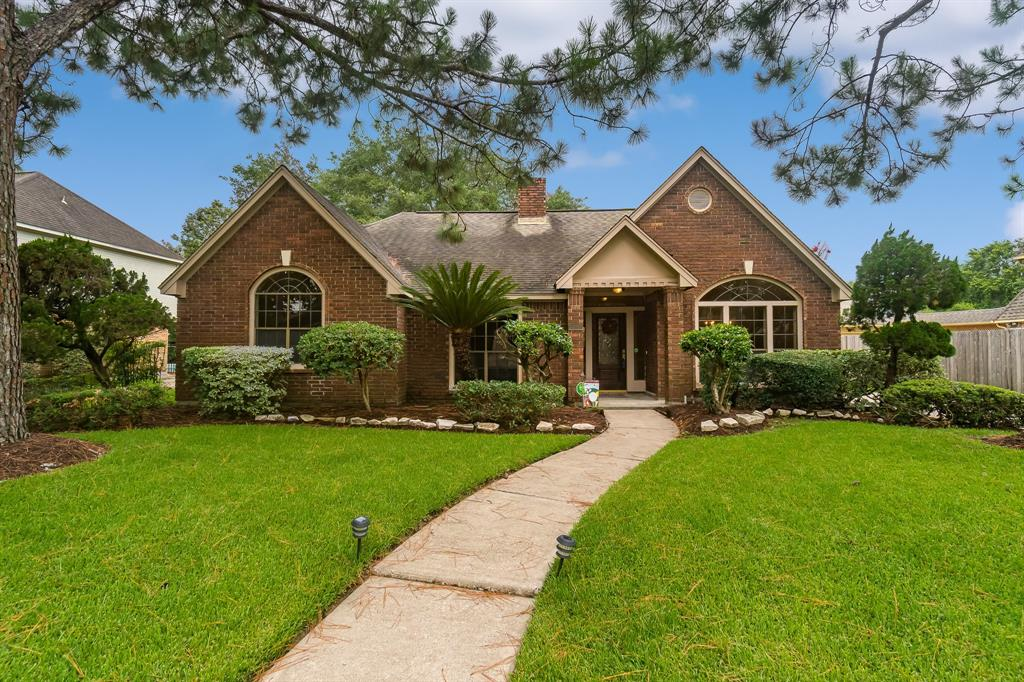 15947 Meadowside Drive, Houston, TX 77062