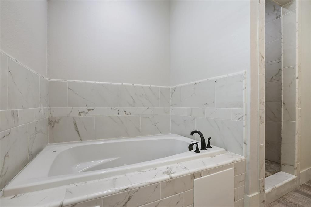 After a hard day at work or at play, you'll love the opportunity to finish your day in this large jetted tub.