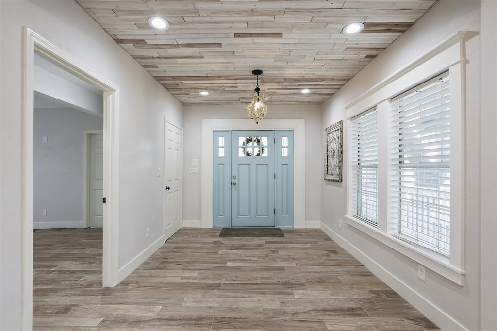 Unlike a lot of bungalow style homes in the Heights area, this home offers a large foyer to receive your guests. You and your guest will love this spacious area with coat closet, recessed lighting, bead board ceiling, a