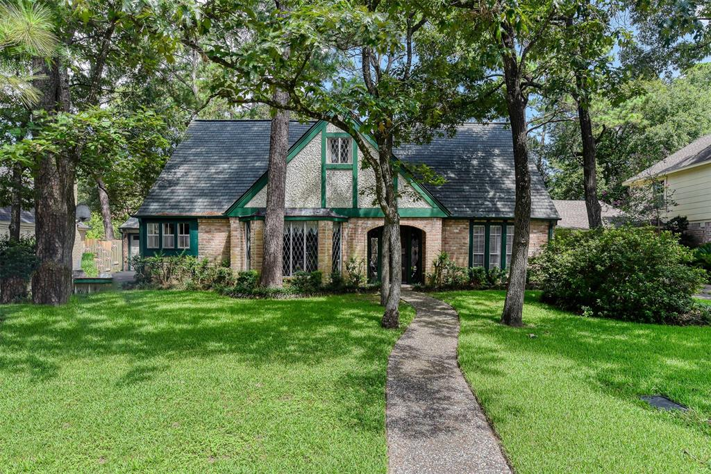 CHAMPION FOREST Community !  Come in an take a look at this beautiful open floor concept. Master suite on the 1st floor, spacious upstairs bedrooms, plenty of room to entertain inside and outside.  This home is near Vintage Park which is one of most visited shopping centers in north Houston. Easy access to main highways and Beltway 8 & Grand Parkway. You will fall in love.