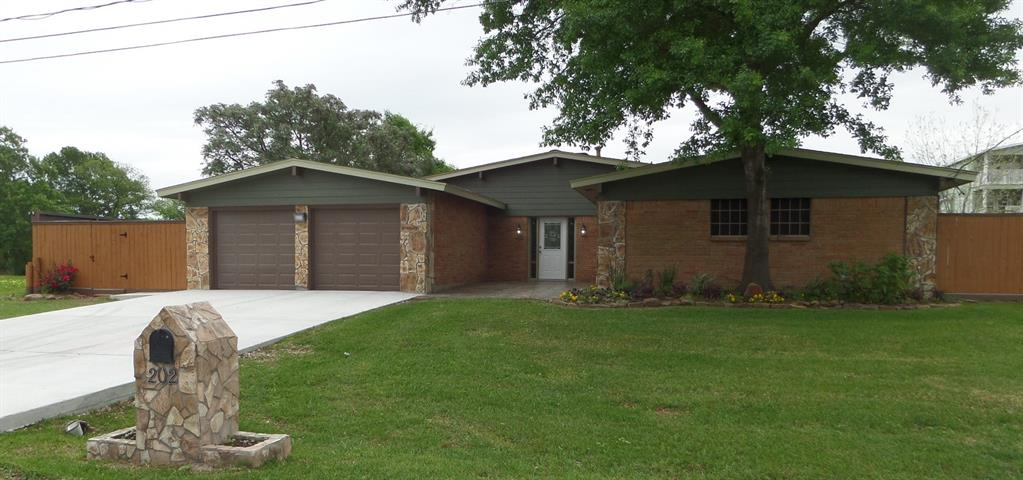 202 Yaupon Drive, Baytown, TX 77520