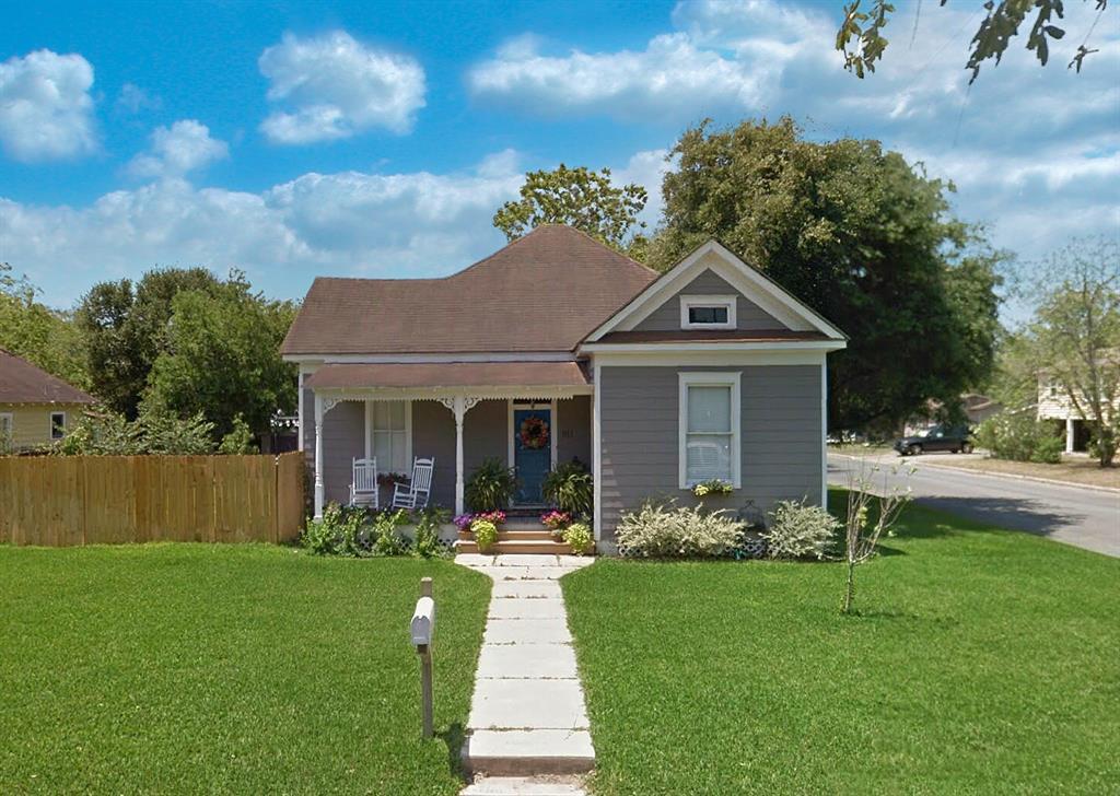 911 N Adams Street, Beeville, TX 78102