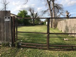 0 english street, houston, TX 77009