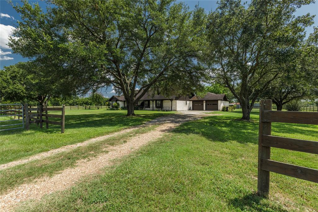 13411 Lake Road, Bellville, TX 77418