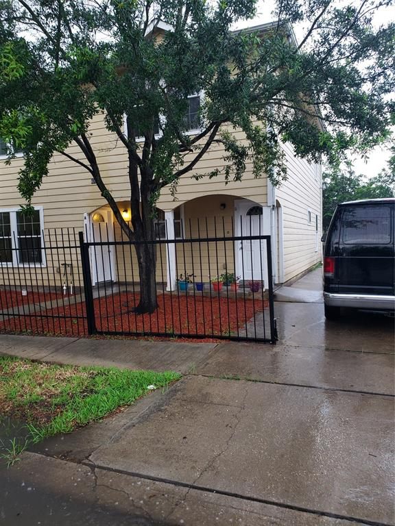 6835 Avenue L Avenue, Houston, TX 77011
