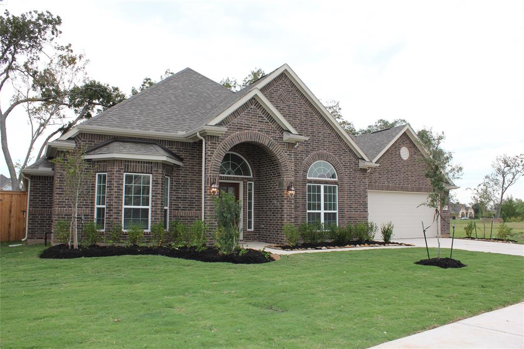 403 Bentwood Way, Clute, TX 77531