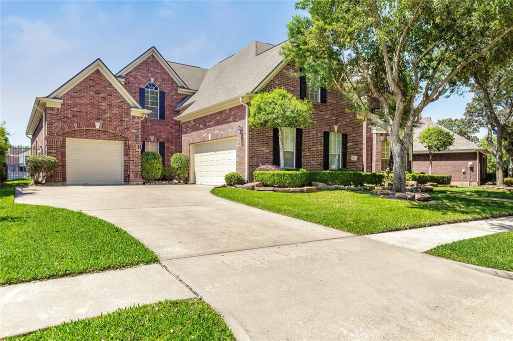 302 Sanderling Lane, Sugar Land, TX 77478