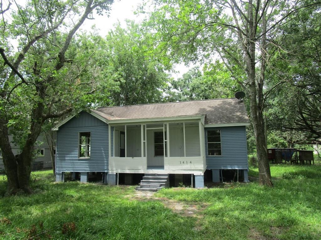 1414 Avenue K, Danbury, TX 77534