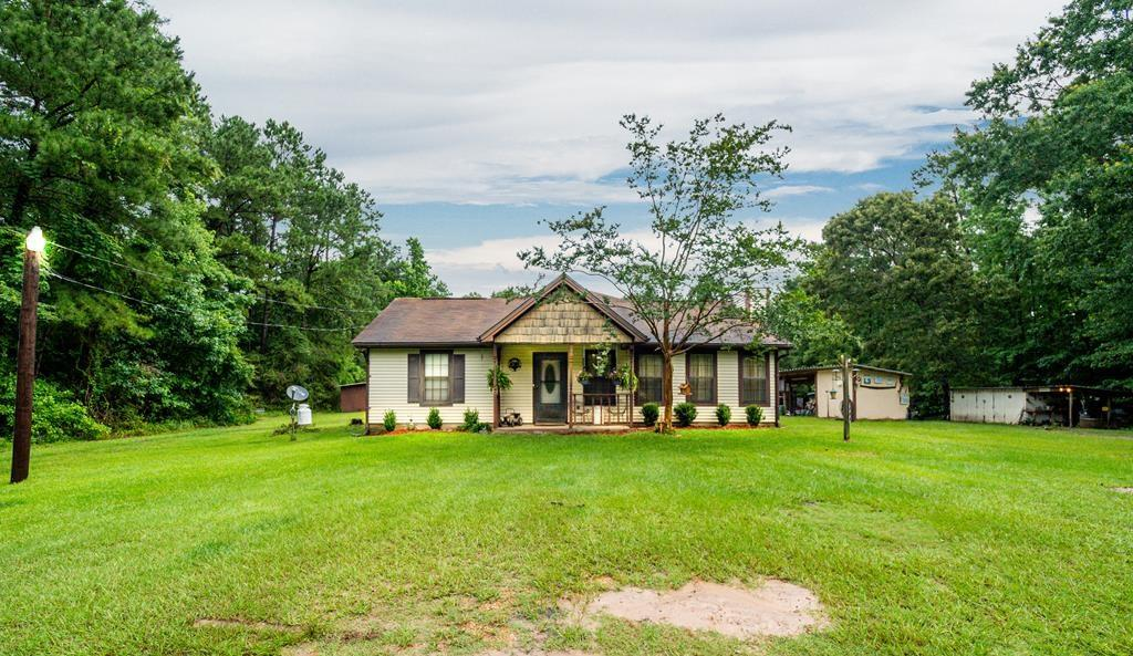 313 Cotten Lane, Zavalla, TX 75980