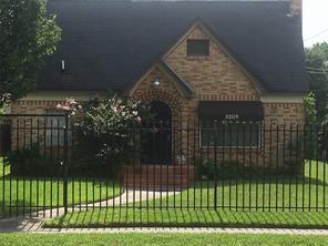 5209 Irvington Boulevard, Houston, TX 77009
