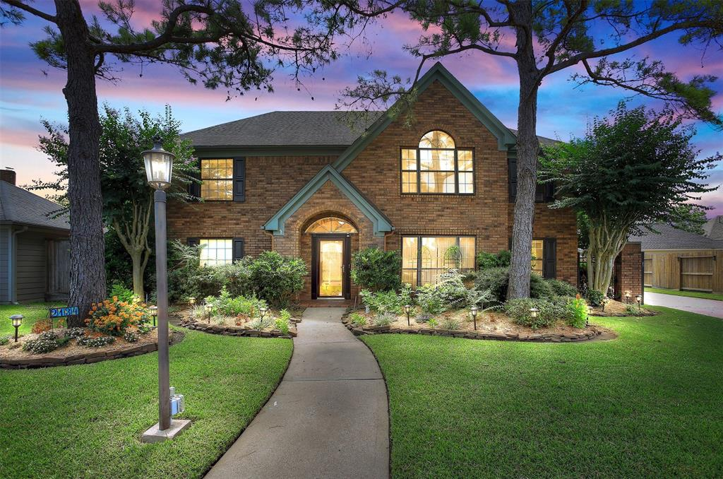 Homes for Sale in Pearland TX with Guest House | Mason Luxury Homes