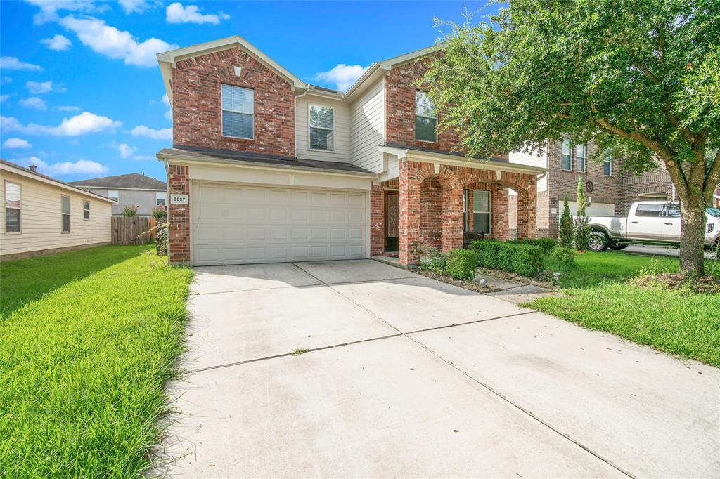 Beautiful Open Concept two-story home. Large kitchen with breakfast area, tons of cabinet space, SS appliances, complementary backsplash, and tile work. Enjoy the huge master bedroom retreat with dual sinks, separate tub and shower, and large walk-in closet! Spacious secondary bedrooms with shared bathroom. Located with lots of nearby shopping, dining, and parks! Amazing Klein school district! Schedule your tour today!