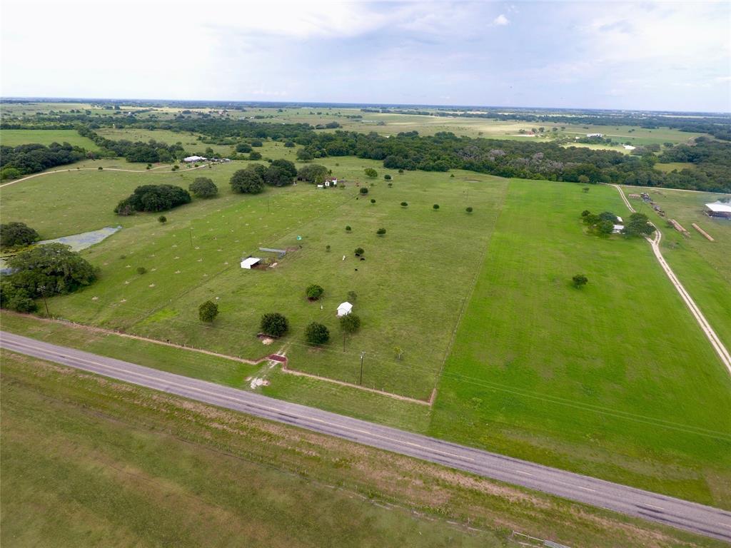 7133 Fm 957, Hallettsville, TX 77964