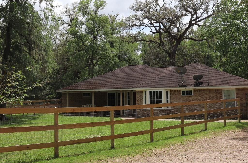 18302 River Oaks Road, Damon, TX 77430