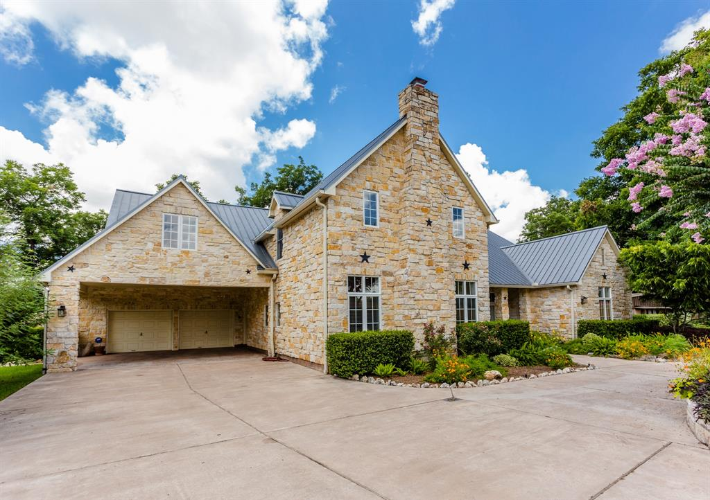 818 Neal Drive, Sugar Land, TX 77498
