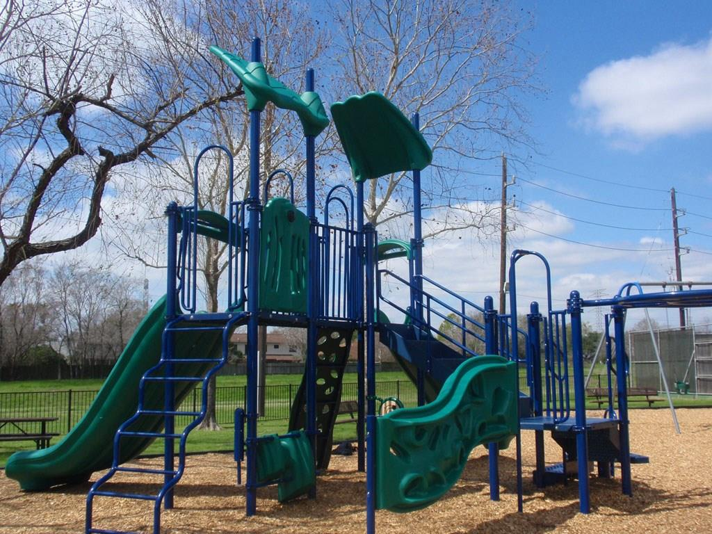 Families will love the community amenities that include a great playground.
