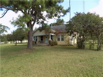 1764 Fm 949, Alleyton, TX 78935