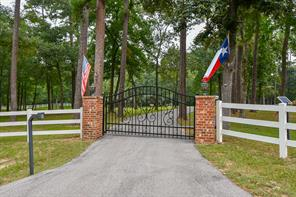 11 W Lake Forest Court, Conroe, TX 77384
