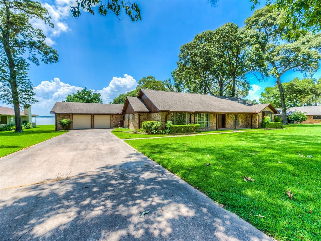 440 Lakeview Harbor, Onalaska, TX 77360