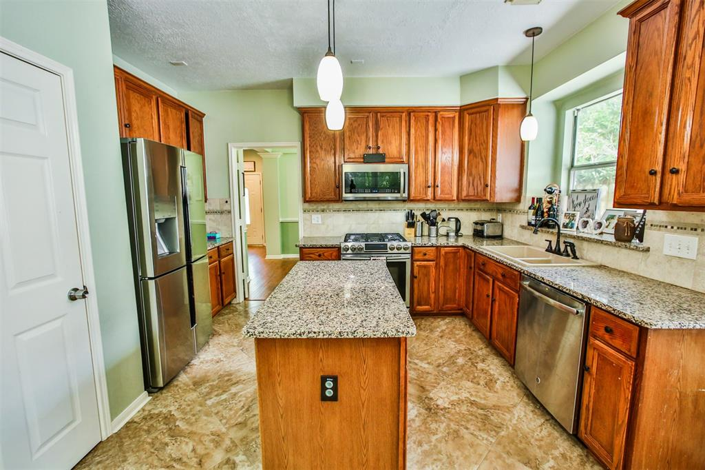 Beautiful 5 bedrooms, study/office & 3.5 baths. Master down & 4 bedrooms up.  Kitchen with granite, tile back splash and island. Large utility room with sink. Spacious backyard, cul-de-sac street and easy access to Research Forest,  242 & 1488 all amenities. Did not flood in Harvey!