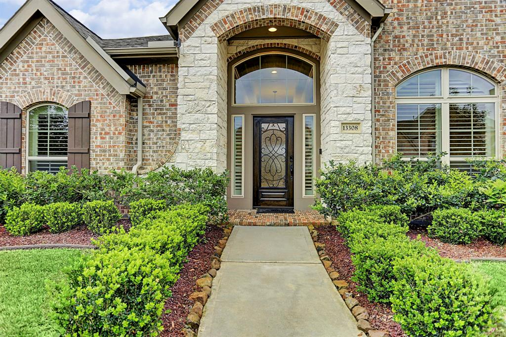 Immaculate one story Perry home in the desirable Southlake Subdivision. Situated on a quiet cul-de-sac, extended entry with 12 ft. coffered ceilings, a private library with French door entry, 12 ft. ceilings in the spacious formal dining, family room and master bedroom areas. Custom plantation shutters on every window! Refrigerator, washer, dryer included! Granite counter tops, 42-inch raised panel cabinets, and induction cook top/ gas cook top available. The family room opens to the kitchen and breakfast areas with ceramic tile flooring, wall of windows and overhead home theater speakers. Secluded game room adjacent to the family room with private French door entry and overhead home theater speakers. Spacious master bedroom and master bath with a jetted tub and separate shower, his and her vanities, two spacious walk-in closets. Security system with motion sensors, additional attic insulation. Too many wonderful features to list!
