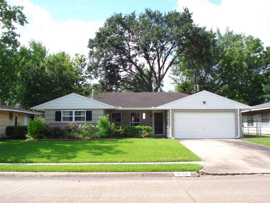 5711 Heatherbloom Drive, Houston, TX 77085