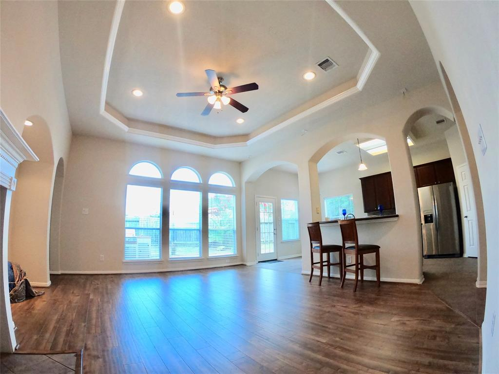 718 Chase Point Circle, Bacliff, TX 77518